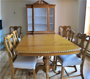 Classic pine wood dining set for sale