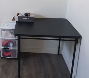 DESK / TABLE (very practical and little used)