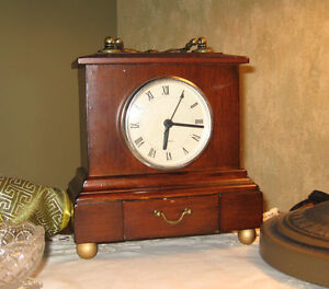 horloge en bois vintage