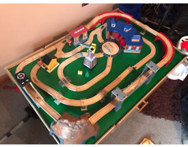 Thomas the tank engine train track and train table