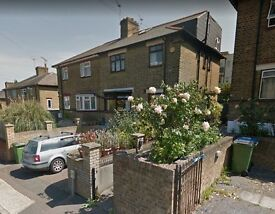 ***NO DSS***LARGE 3 / 4 BED HOUSE TO IN CHARLTON / GREENWICH. 15 MINS TO GREENWICH UNI