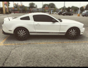 2010 Ford Mustang with 22 inch rims!! Comes Safetied & E-Tested