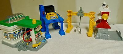 FISHER  PRICE  GEO TRAX 4  BUILDINGS - LOADERS, GAS. STATION, ETC