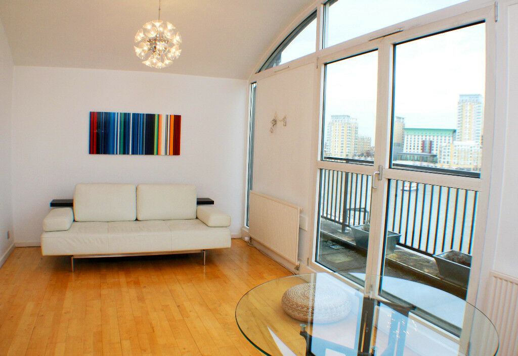 Bright and spacious 1 double bedroom apartment with breathtaking views