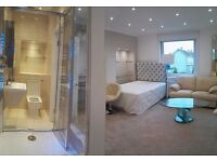 Luxury huge ensuite (RM3) - private toilet - direct buses city centre and Herio Watt University