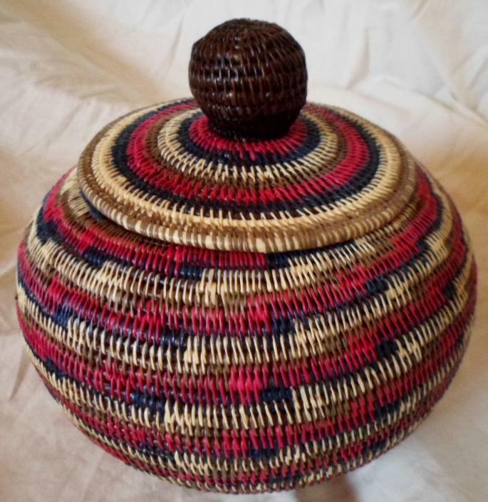 Wounaan Embera Woven Classic Design Basket w/ Top-Panama 21010834mm