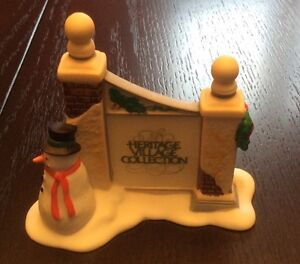 Dept 56 - Heritage Village Gate Sign with Snowman