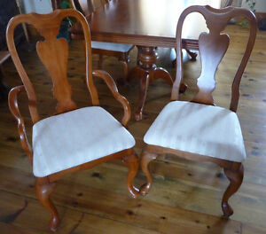 GORGEOUS DINING TABLE w/ 8 CHAIRS Cornwall Ontario image 3