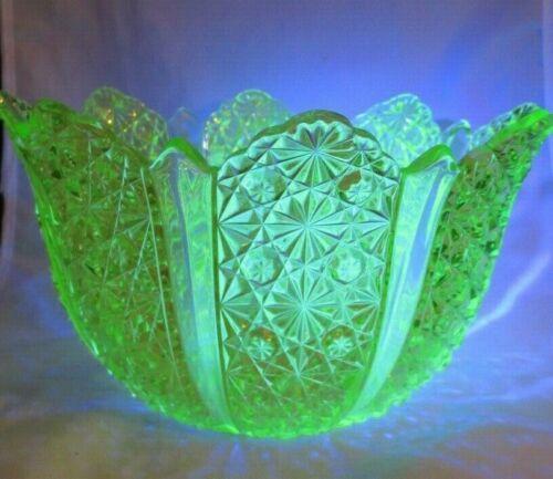 ANTIQUE VASELINE URANIUM YELLOW GLASS EAPG DAISY & BUTTON LARGE SERVING BOWL