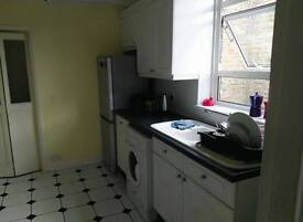 Large Double Room in 2 Bed Flat share in Tooting Broadway, 725 pcm, available immediately