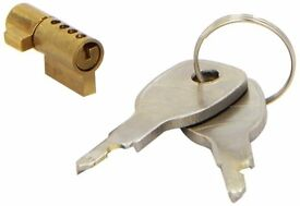 RING AUTOMOTIVE TRAILER WHEEL CLAMP (TOWING ACCESSORIES) - Trailer Hitch Lock RCT732
