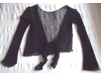 Great light-weight,pretty lacey-effect black shrug. Attractive frilled hem & sleeves. Size 10-12.