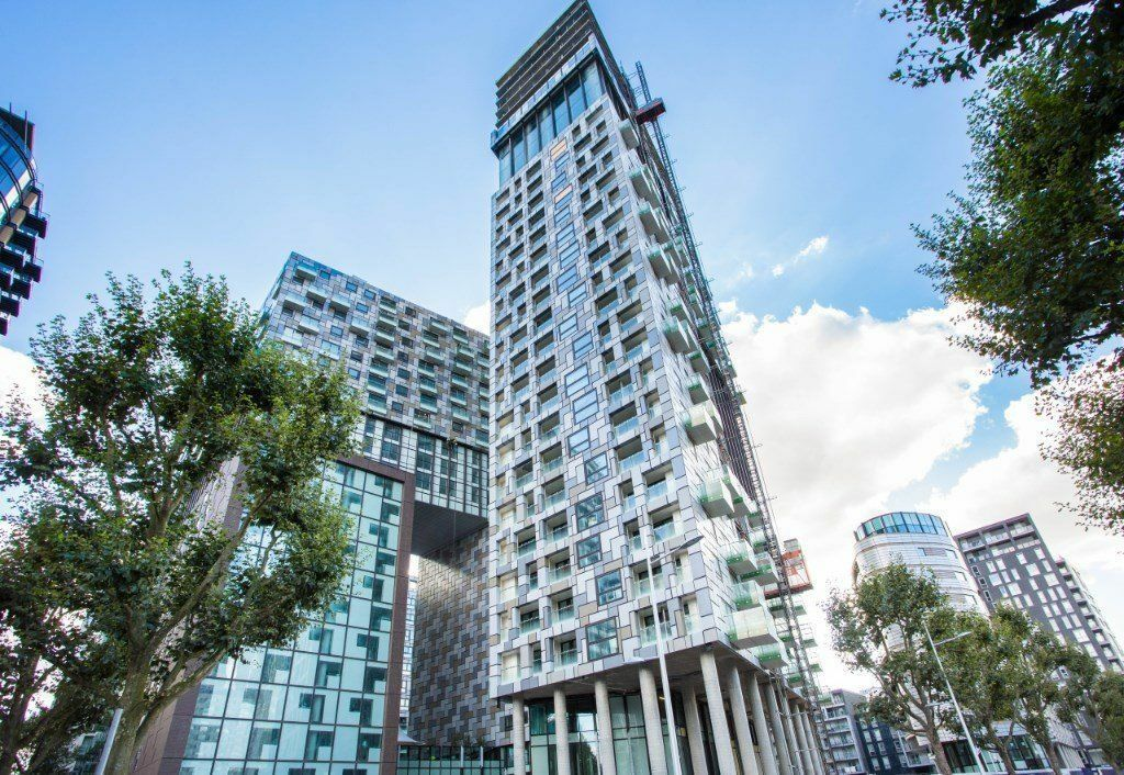 @ Stunning studio apartment in Duckman Tower Canary Wharf E14 - call now!!