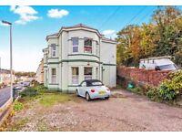 1 bedroom ground floor flat in Alexandra Road PL4 wth off road parking