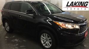 """2016 Toyota Highlander LE ALL WHEEL DRIVE """"""""LOW KILOMETERS"""""""" Cle"""