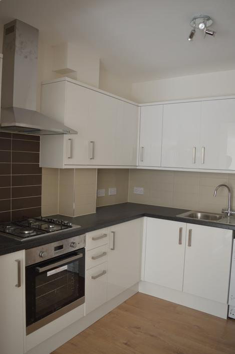 SPACIOUS THREE BEDROOM FLAT ON HANBURY ROAD MOMENTS FROM TOTTENHAM HALE STATION ONLY 1750PCM