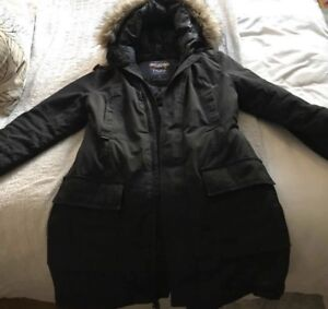 TNA women's Bancroft parka. Size L, mint condition.