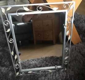 Metal leaf design mirror in Excellent Condition