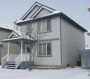 Move-in ready in Macewan (SW): 3 beds, 1.5 baths. Only $350,000
