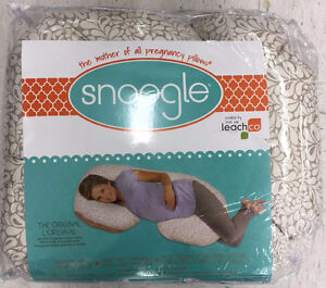 Snoogle Pregnancy Body Pillow, brand new, never used.
