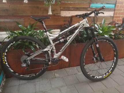 Banshee Prime 29er - Dual shock mountain bike
