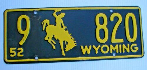 "1952 WYOMING AUTO LICENSE PLATE "" 9  820 "" WY 52 ORIGINAL LOW NO. BUCKING BRONCO"
