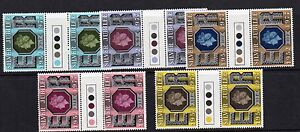 GB 1977 Silver Jubilee traffic light gutter pairs MNH Unfolded stamps mint