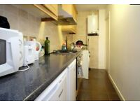 ONLY RESPONSIBLE PERSON!! GREAT DOUBLE ROOM IN 3 BEDROOM APARTMENT. E1 0HR LIMEHOUSE ZONE 1