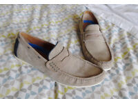 MENS SIZE 10 MOCCASIN CASUAL SHOE. IN TAUPE BY BURTON