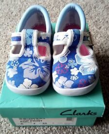 Girls Clarks Doodles, Blue, size 5 F. Excellent condition, worn once