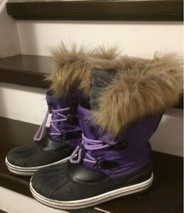 winter boots youth sz 2