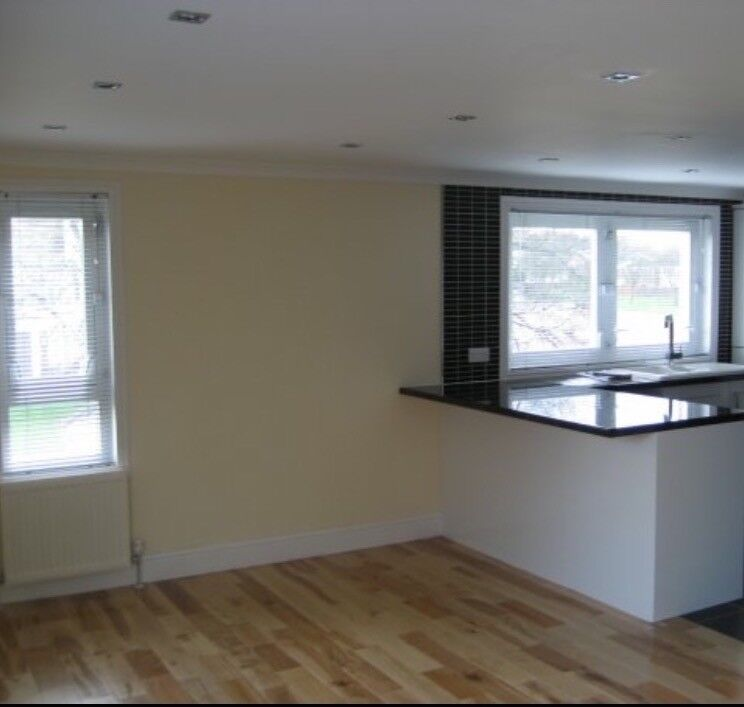 2 bedroom immaculate flat for rent. Erskine