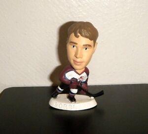Peter-Forsberg-11-Colorado-Avalanche-1997-Corinthian-NHL-Headliners-Figure