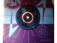 elvis presley,vinyl 45,good luck charm.