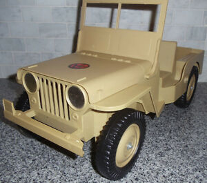 Vintage 70's G.I.Joe Adventure Team Jeep; complete; original.