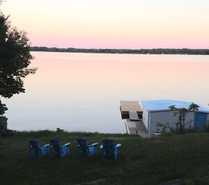 THOUSAND ISLAND ARE- ST. LAWRENCE RIVER WATERFRONT COTTAGE