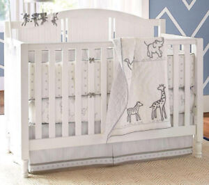 Baby Crib 4 in 1, Organic Mattress and the Bumper. Like New