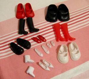 Lot de 11 paires souliers et bottes vintage pour poupées