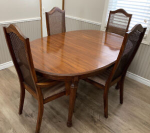 Solid Wood Dining Table With 4 Chairs And Leaf