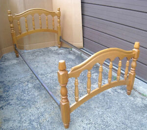 used Solid Wood Single Bed with metal rails,( box is needed )
