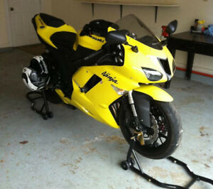 Kawasaki zx6r !! LOW MILEAGE !! SUPER CLEAN !! Nothing to do