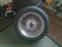 Deep dish crossspoke alloys