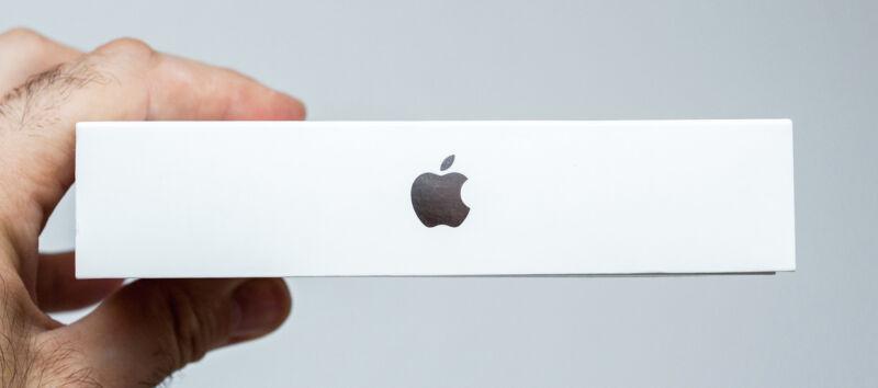 Ein gut gehütetes Geheimnis: Welches neue Tablet verbirgt sich in der Apple-Box? (© Thinkstock über The Digitale)