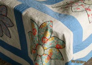 Beautiful Vintage Quilt with Flowers Kitchener / Waterloo Kitchener Area image 2