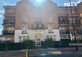 2 bedroom flat in Highfield Road, Feltham, TW13 (2 bed) (#1150898)