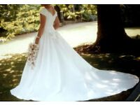 STUNNING 'MON CHERI' WEDDING DRESS SIZE 12 . BEAUTIFUL BODICE WORK & FLATTERING NECKLINE