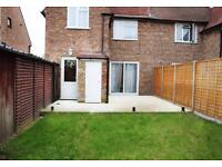 Beautiful and modern double or twin room in East Acton with living room and garden!