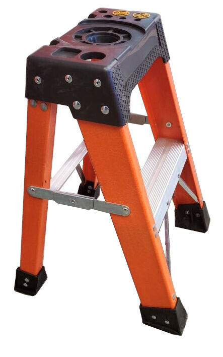 Tradecraft 2' Heavy Duty Fiberglass Step ladder Grade IA 300