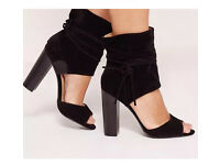 New Missguided Black Suede Block Heels Size 4