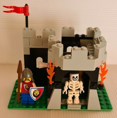 Vintage Lego System 6036 - Royal Knights - Skeleton Surprise - 100% complete